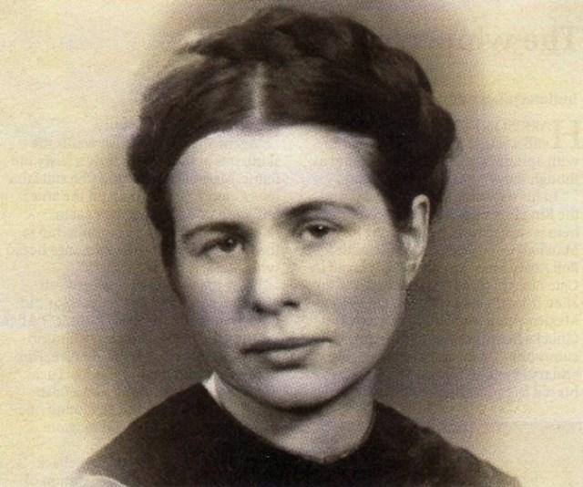 Эта женщина живьем укладывала детей в гробы. Спустя годы она получила за это награду…