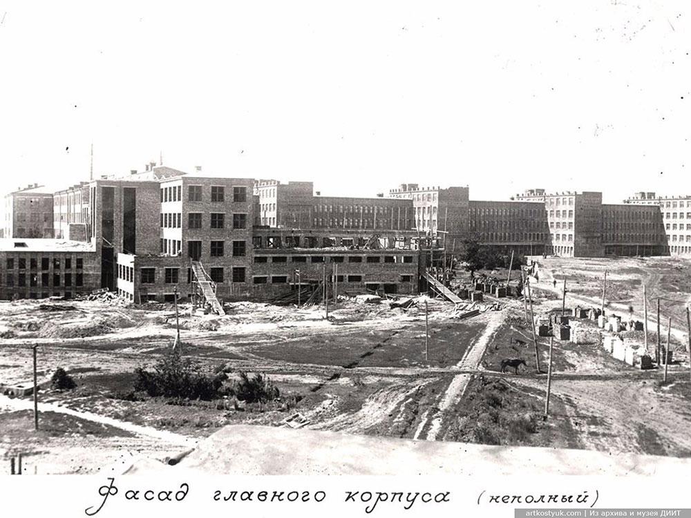 Строительство главного учебного корпуса, 1932 год
