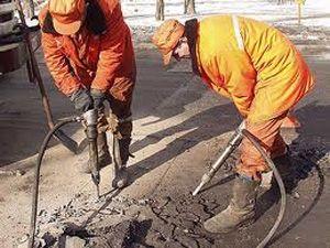 Начали ремонт одной из самых сложных дорог города