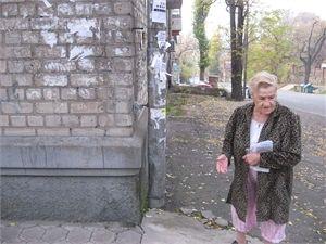 В Днепропетровске жильцы ведут учет аварий на опасном перекрестке