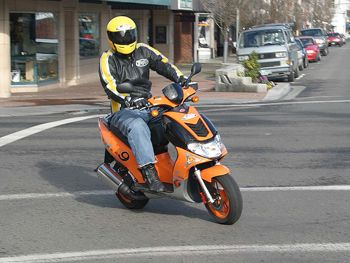 В Днепропетровске нет желающих получить права на управление скутером