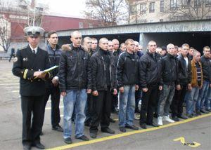 Днепропетровский военкомат отправил в армию последнюю группу новобранцев