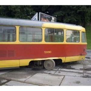 С рельсов сошел трамвай