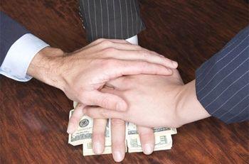Банки объявили охоту на должников: за каждого платят по 5 тысяч гривен