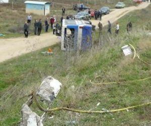На западе Крыма перевернулся автобус — 19 человек пострадали