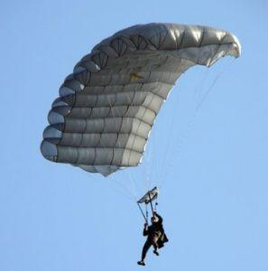 Десантники Днепропетровщины отрабатывали прыжки с парашютом