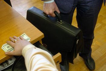 В Севастополе за миллионную взятку задержали начальника морпорта