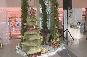 В Днепре делают необычные елки из подушек