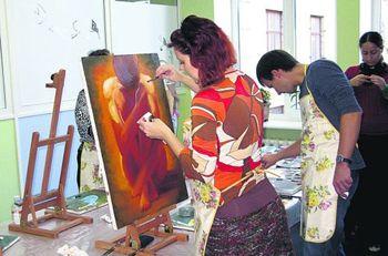 В Днепропетровске рисуют картины, чтобы побороть стресс