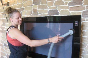 Днепропетровчане обмениваются услугами: за уборку дома — консультация юриста
