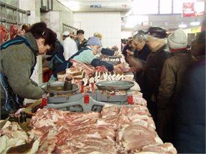 Днепропетровцы скупают мясо и мандарины