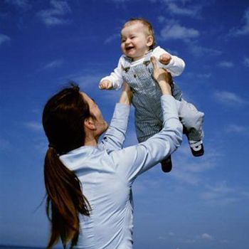 Помощь при рождении ребенка увеличат в 1,6 раза