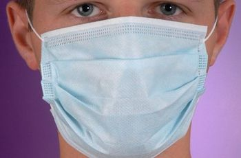 На западе Украины уже вводят масочный режим из-за гриппа