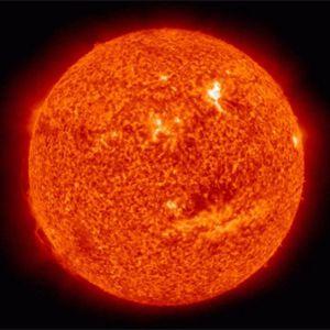 Ученые разглядели на Солнце гигантский смайлик
