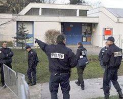 Во Франции подросток захватил детский сад