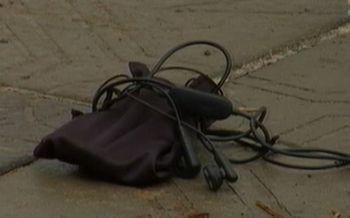 Найденный на дороге плеер взорвался, лишив женщину глаза