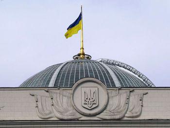 Охране ВР сообщили о минировании здания парламента