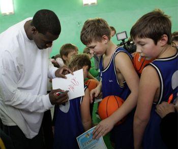 Баскетболистов БК «Днепр» отправили в школу