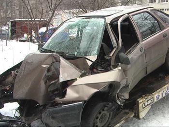 В Днепропетровске угонщик разбился на украденном авто