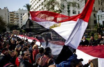 Египтяне взяли в осаду парламент и правительство