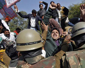 На улицы столицы Индии вышли 40 тысяч протестующих