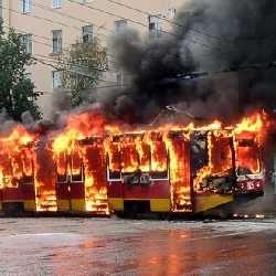 В Днепропетровске сгорел трамвай