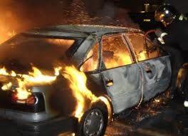 В Днепропетровске под окнами пылали машины