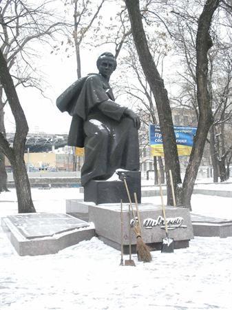 Нам бы себя под Шевченко почистить?