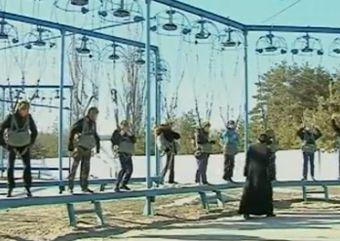 На Днепропетровщине священник основал клуб юных парашютистов