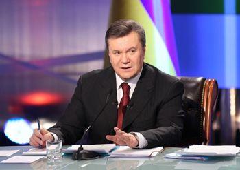 Янукович запретит госслужащим членство в партиях