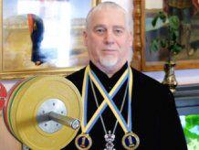 63-летний священник выиграл чемпионат Украины по пауэрлифтингу