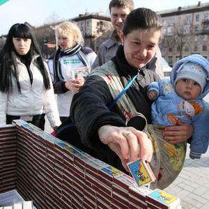 В Запорожье построили домик из 2555 спичечных коробков, чтобы помочь детям-инвалидам