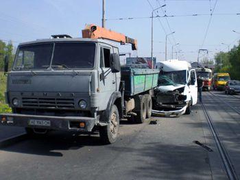 ДТП на Старом мосту: маршрутка врезалась в «КамАЗ»