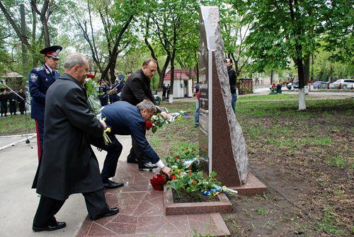В Днепропетровске установили памятник министру