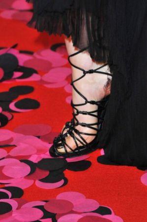 Какую обувь носят звезды в Каннах