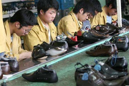 Каждому украинцу необходимо 3 пары обуви в год