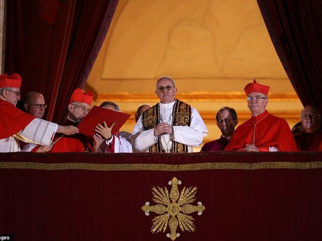 Персона дня: Новым папой Римским стал аргентинец Хорхе Марио Бергольо