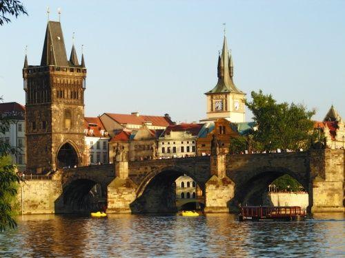 В Праге вода угрожает главной достопримечательности города