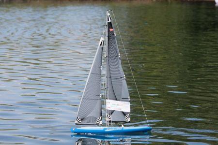 Днепропетровский школьник создал наиболее маневренную модель яхты
