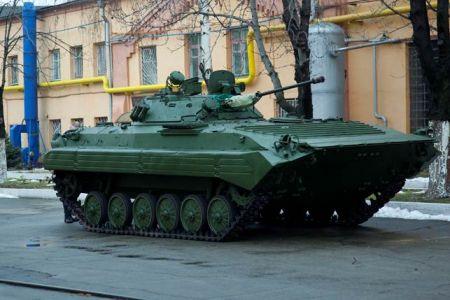 В Днепропетровске отремонтировали танк и БМБ для АТО