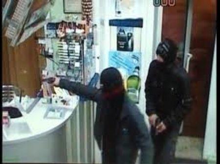 В Днепропетровске группа мужчин грабила аптеки