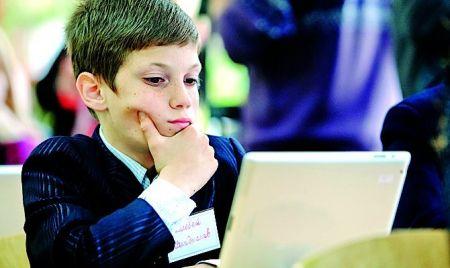 В Microsoft выступили против использования ручек и тетрадей в школах