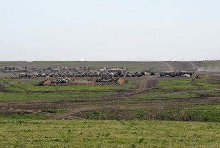 Reuters: Россия собирает мощные войска на границе с Украиной