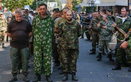 В бою под Марьинкой двое украинских военных попали в плен