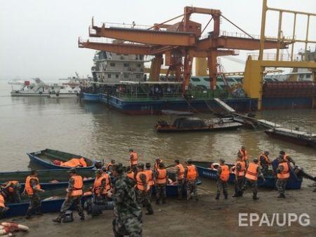 В Китае затонул туристический теплоход, на котором было 458 человек