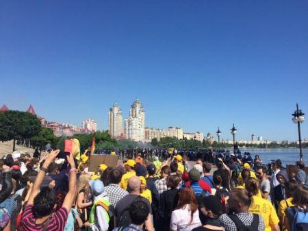 На КиевПрайде ЛГБТ-сообщества забросали дымовыми шашками, есть пострадавшие