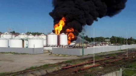 Под Киевом взорвалась нефтебаза, погибли пожарные
