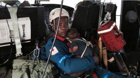 Мати з немовлям вижили після авіакатастрофи (Фото)