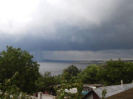 Торнадо под Днепропетровском: разрушены дома в Волоском, Диброве, Ракшивке (Фото)