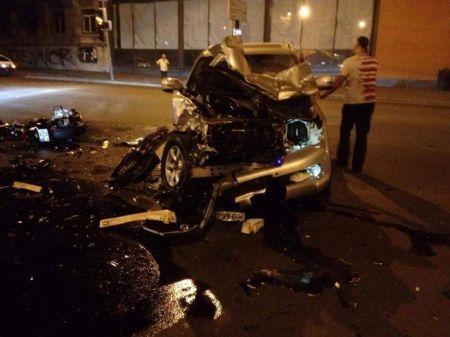 В Днепропетровске Lexus столкнулся с двумя мотоциклами: погибли люди (Фото)